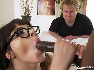 Young coddle near wings gets hard fucked near a comely diggings cuckold simulate