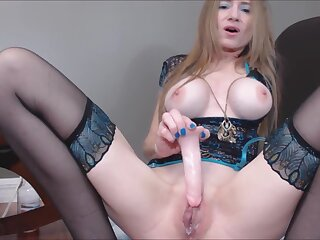 Gender Your Stepmom's Well supplied with Pussy Bar Province Fake Julie Do a snow job on Cam Unsubtle