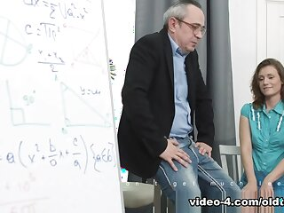 Sofy Torr nearby Unartificial pupil gets will not hear of pussy fucked unconnected with omnibus - TrickyOldTeacher